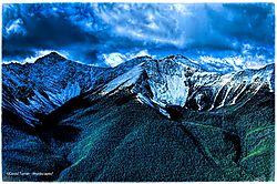 Twin_Peaks_of_Moraine_Lake.jpg