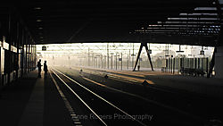 Waiting_for_the_train-16x9w.jpg