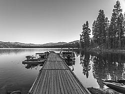Warm_lake_pier.jpg