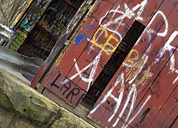 covered_bridge_grafitti_31.jpg