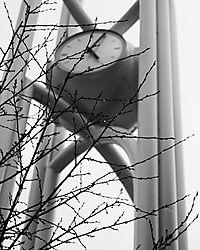stanford-mall-clock.jpg