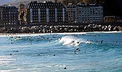 surf_en_la_playa_de_la_zurriola_Donostia.jpg