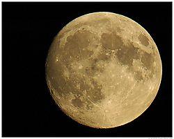 1044442006-10-05-full-moon-250k.jpg