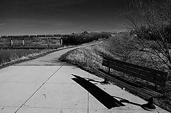 Camb_rail_bridge_bw.jpg