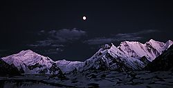 1120-26_Mountain-moonrise-from-Concordia_xs_040630.JPG