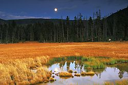 moonrise_over_Heyden_valley.jpg