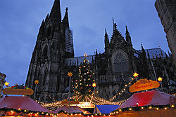 LND6413_-_Cologne_Dom_with_Weinachts_Markt_on_morning_of_second_day_Expo_-_small.jpg