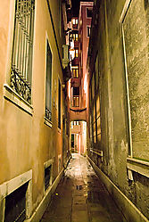 Venice-Sidestreet-at-Night.jpg