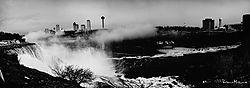 Niagara_pano_bw_sm.jpg
