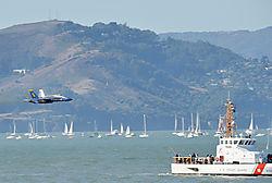 AJE-20081012-162706-0291_-_Blue_Angels_5_low_level_flight_tru_Golden_Gate.jpg