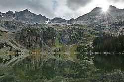 Crater_Lake_Inik.jpg